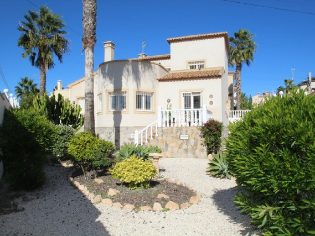 3 Bedroom 2 Bathroom Villa in Villamartin