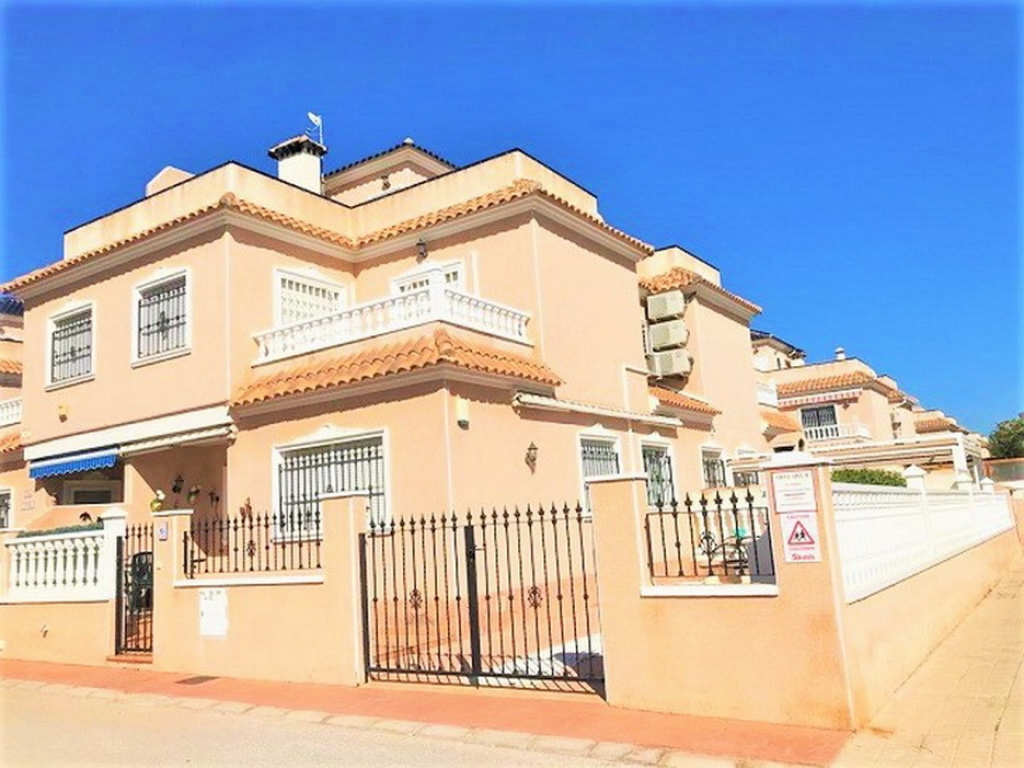 Cabo Roig 2 Bedroom 2 Bathroom Corner Quad Villa in Vista Azul
