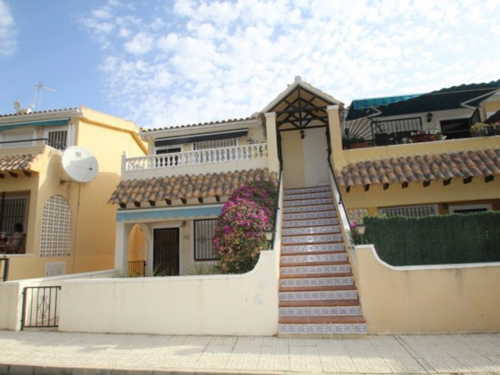 Villamartin 2 Bedroom 1 Bathroom South facing Apartment in Lomas del Golf