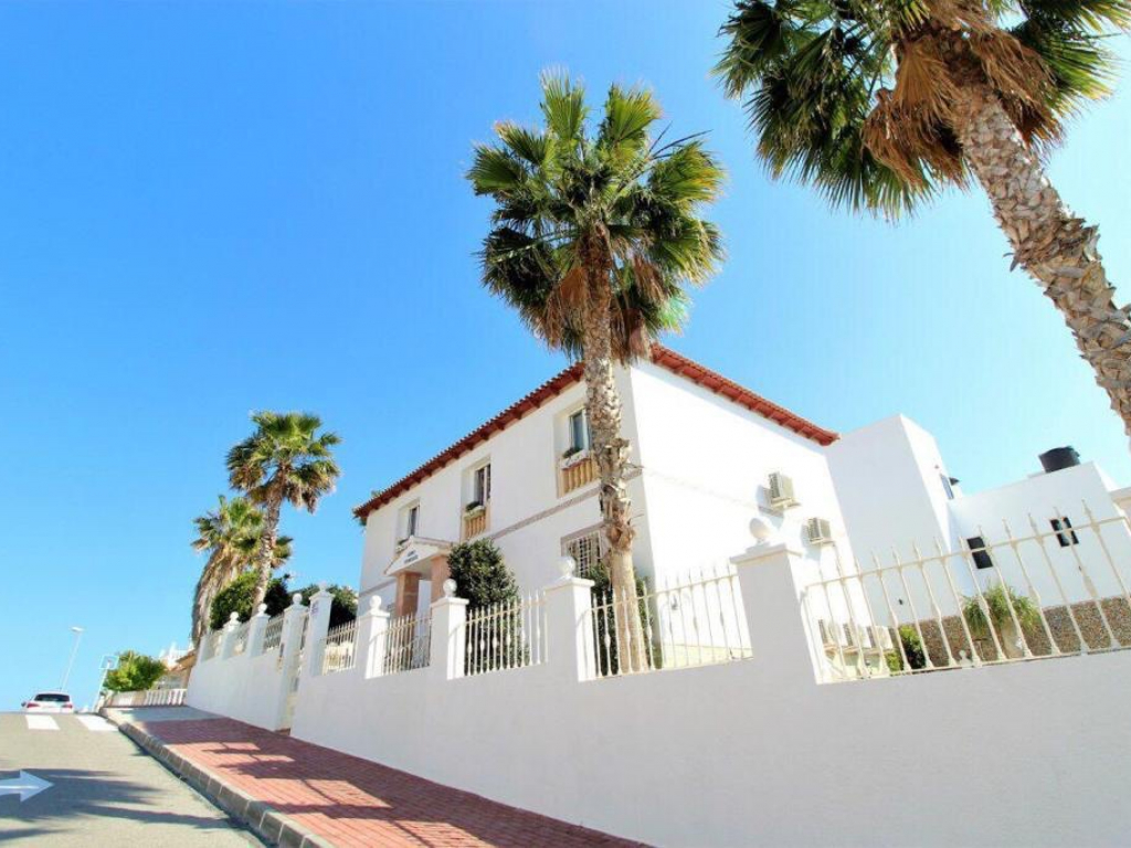 4 Bedroom 3 Bathroom Villa in La Mata