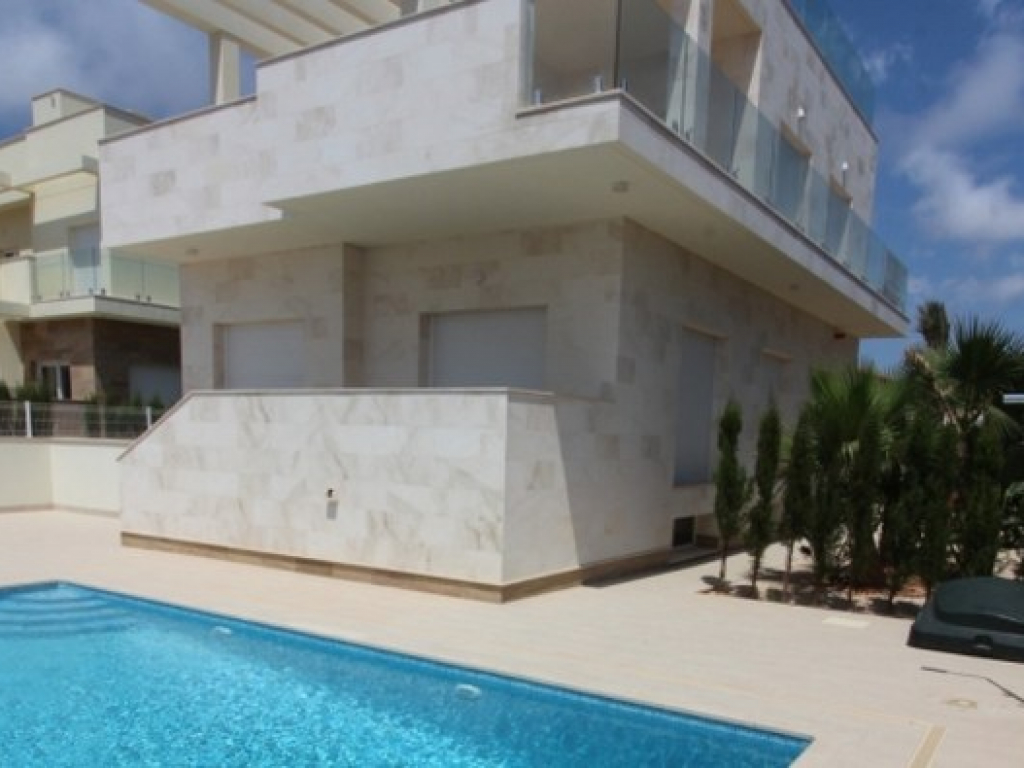 4 Bedroom 3 Bathroom Villa in La Zenia